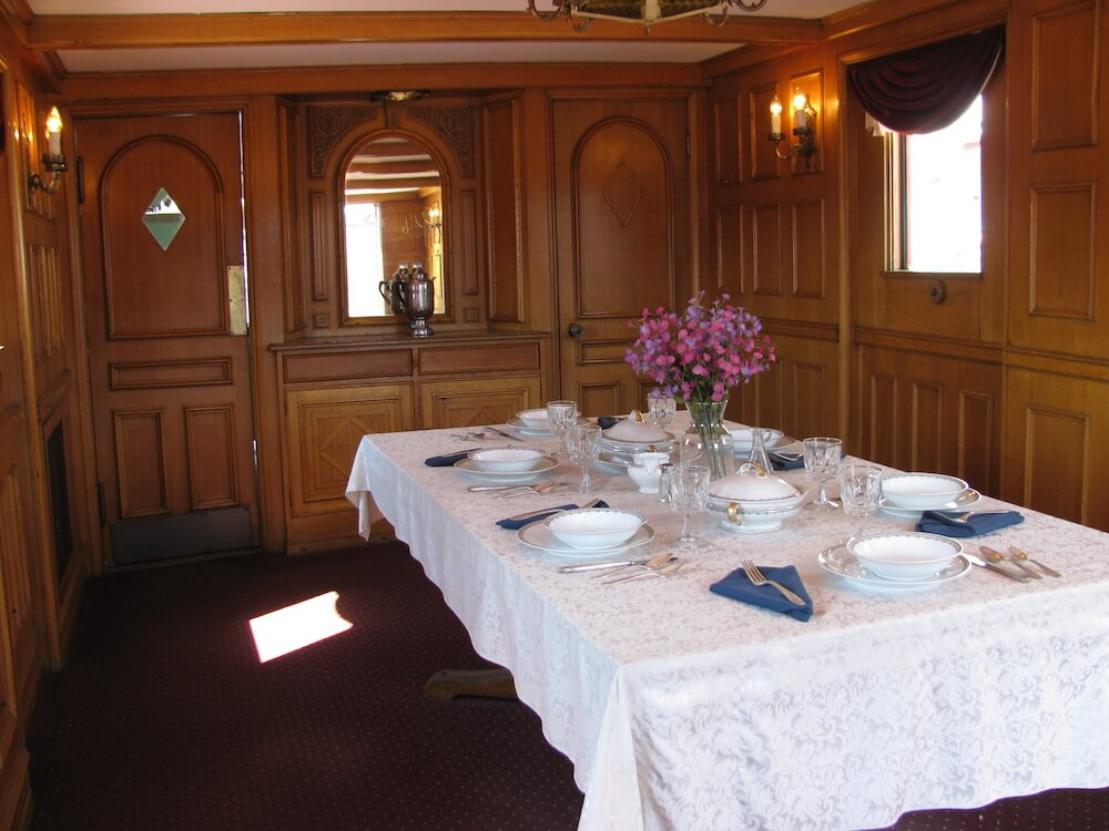 irvin guest dining room