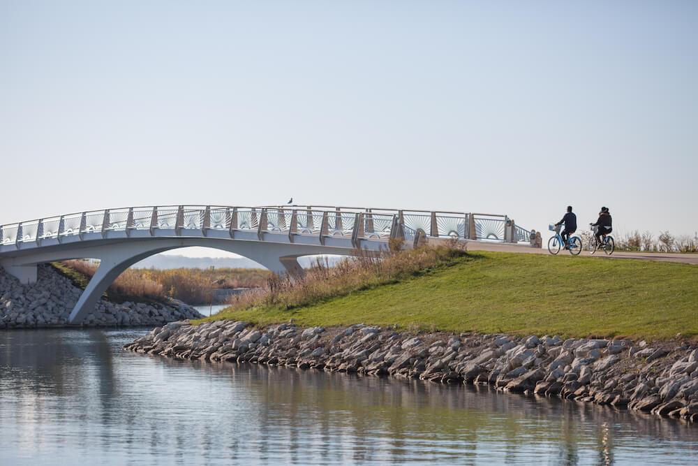 Milwaukee lakefront biking